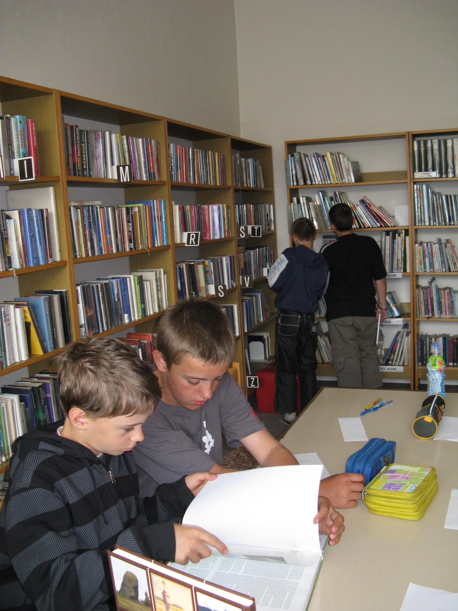 knihovna 002.jpg