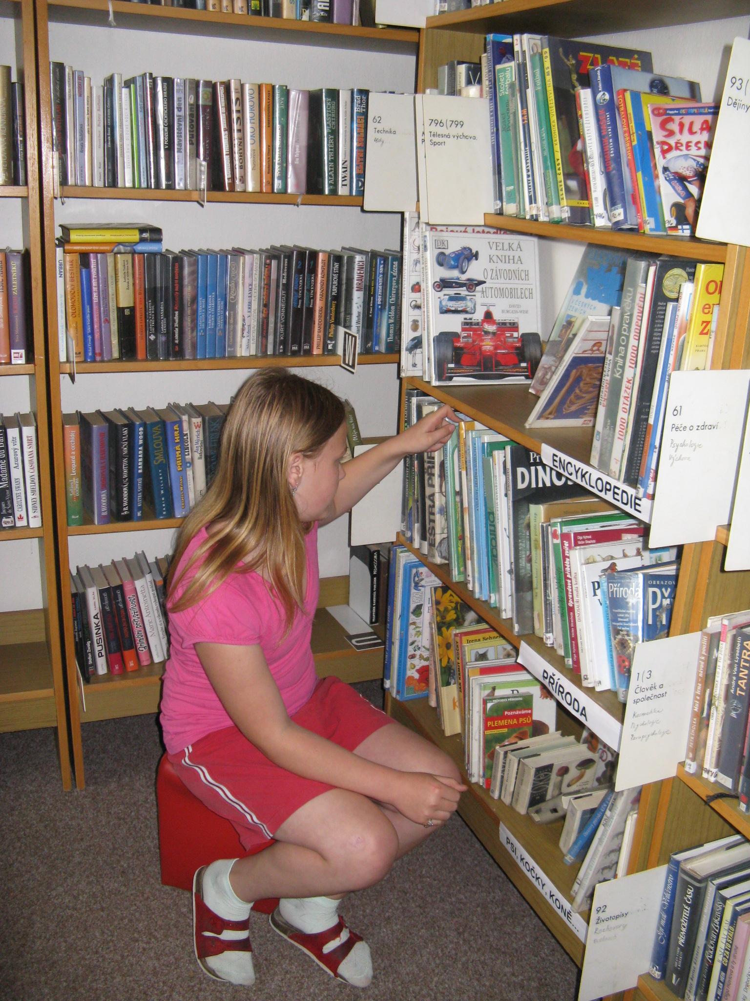 knihovna 006.jpg
