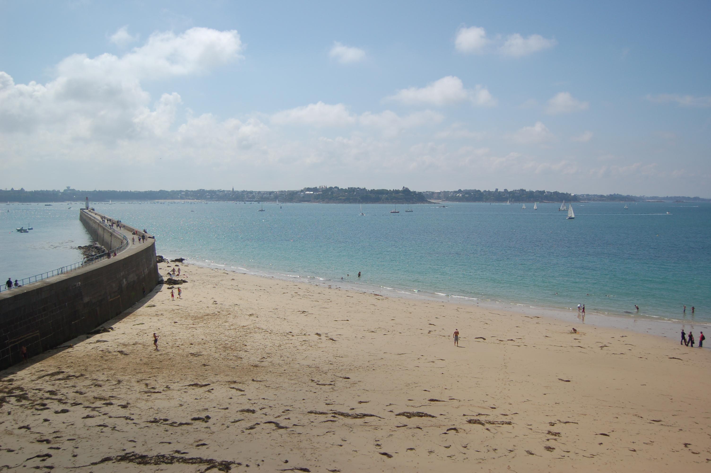 Saint - Malo - pláže po odlivu.JPG
