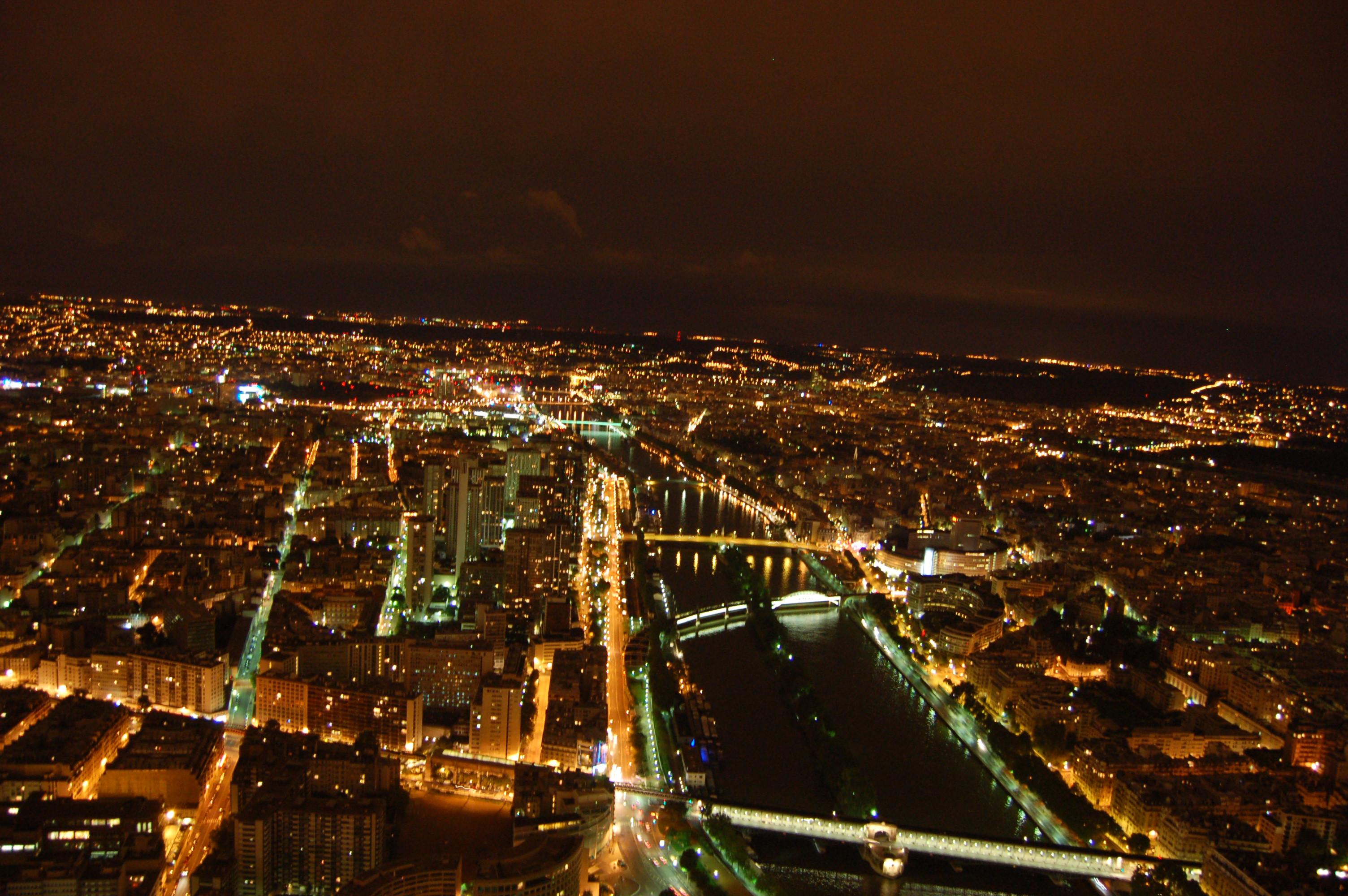noční pohled z Eiffleovy věže.JPG
