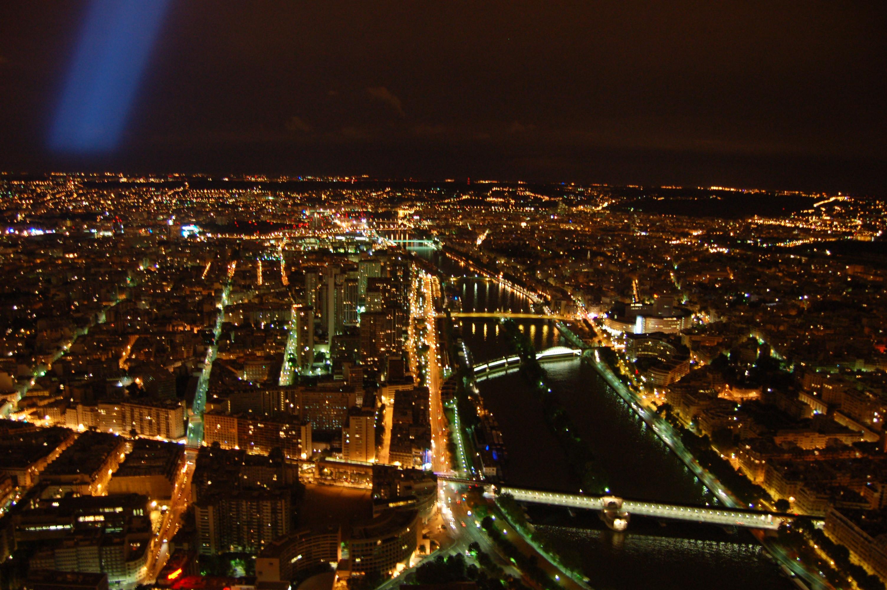 noční pohled z Eiffleovy věže - seina.JPG