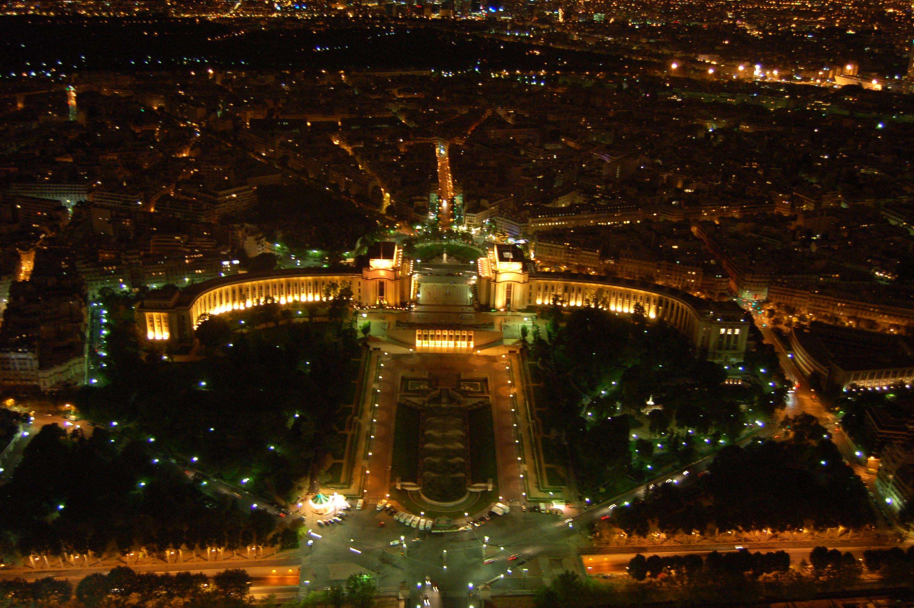 noční pohled z Eiffleovy věže II.JPG