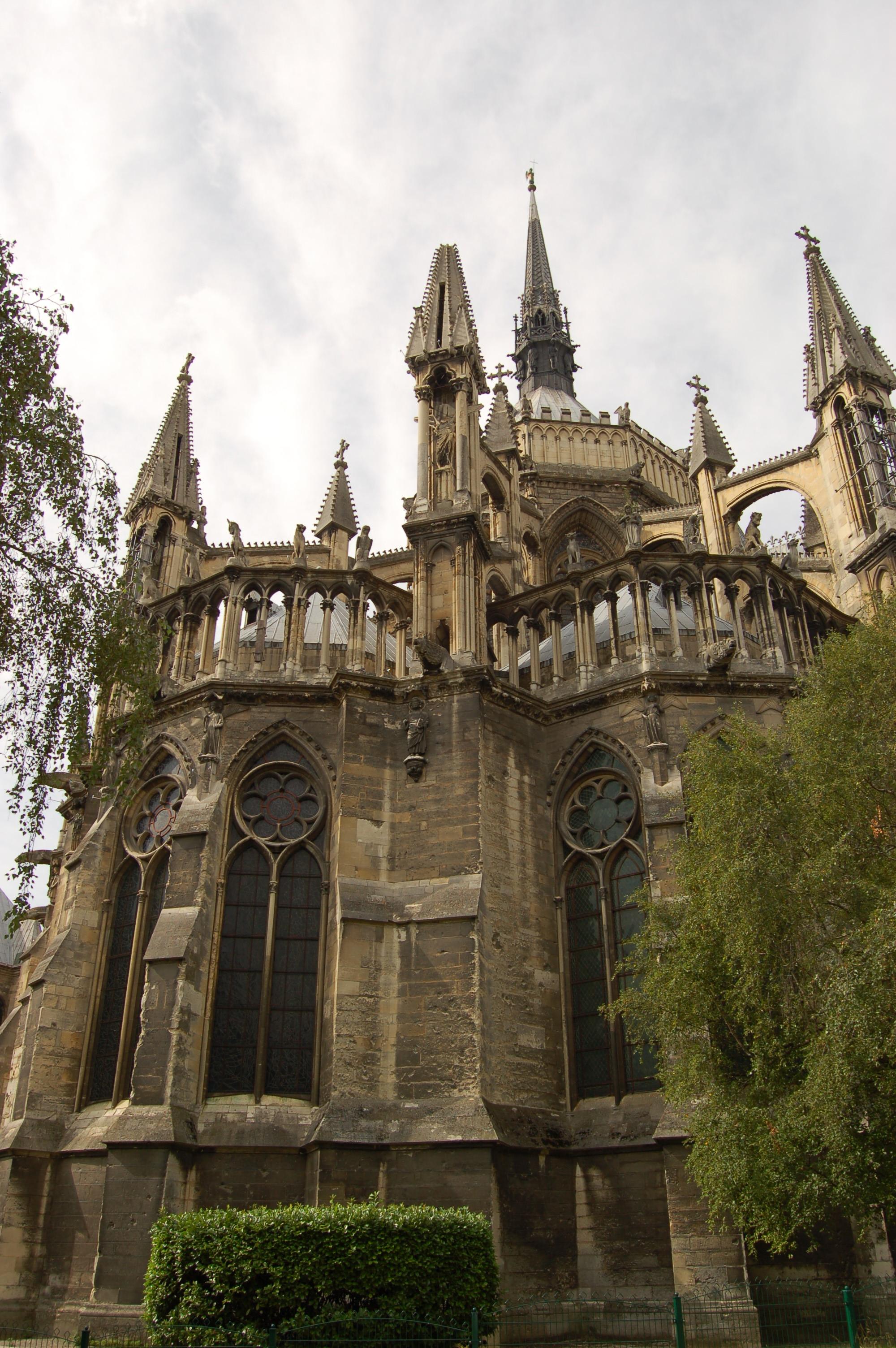 Remeš - katedrála zadní část.JPG