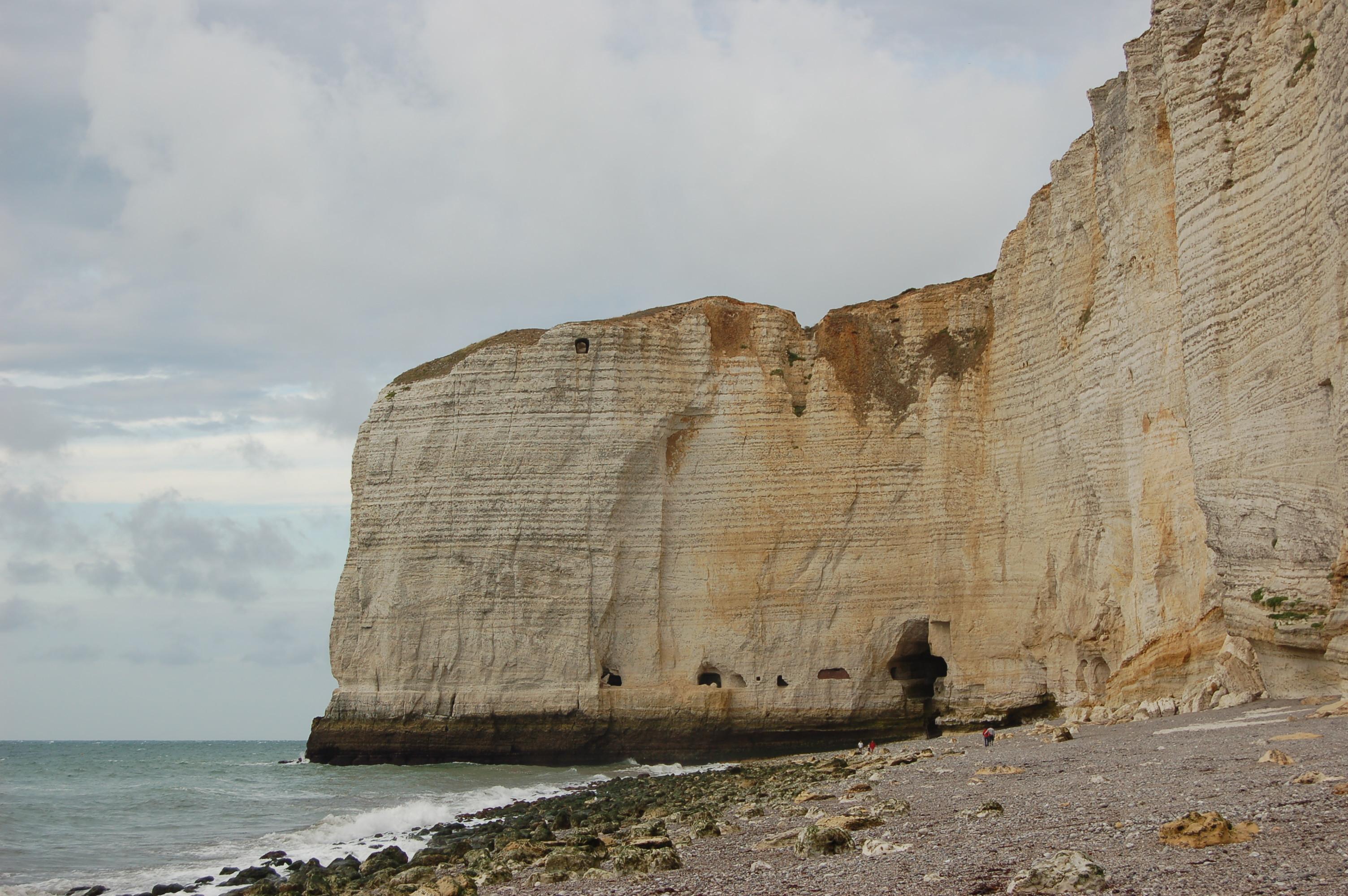 Etretat - pobřeží po odlivu.JPG