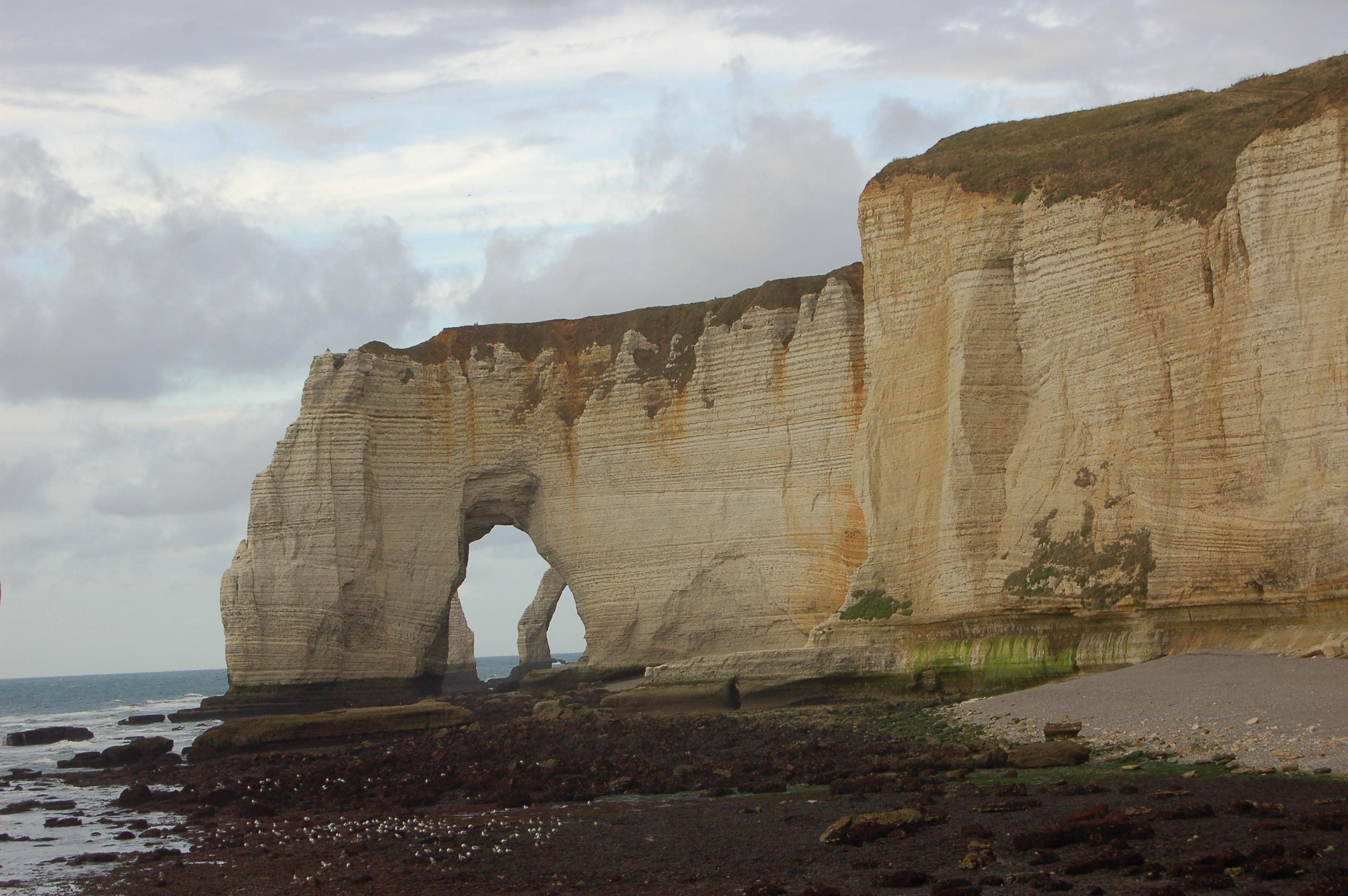Etretat - pobřeží po odlivu IV.JPG
