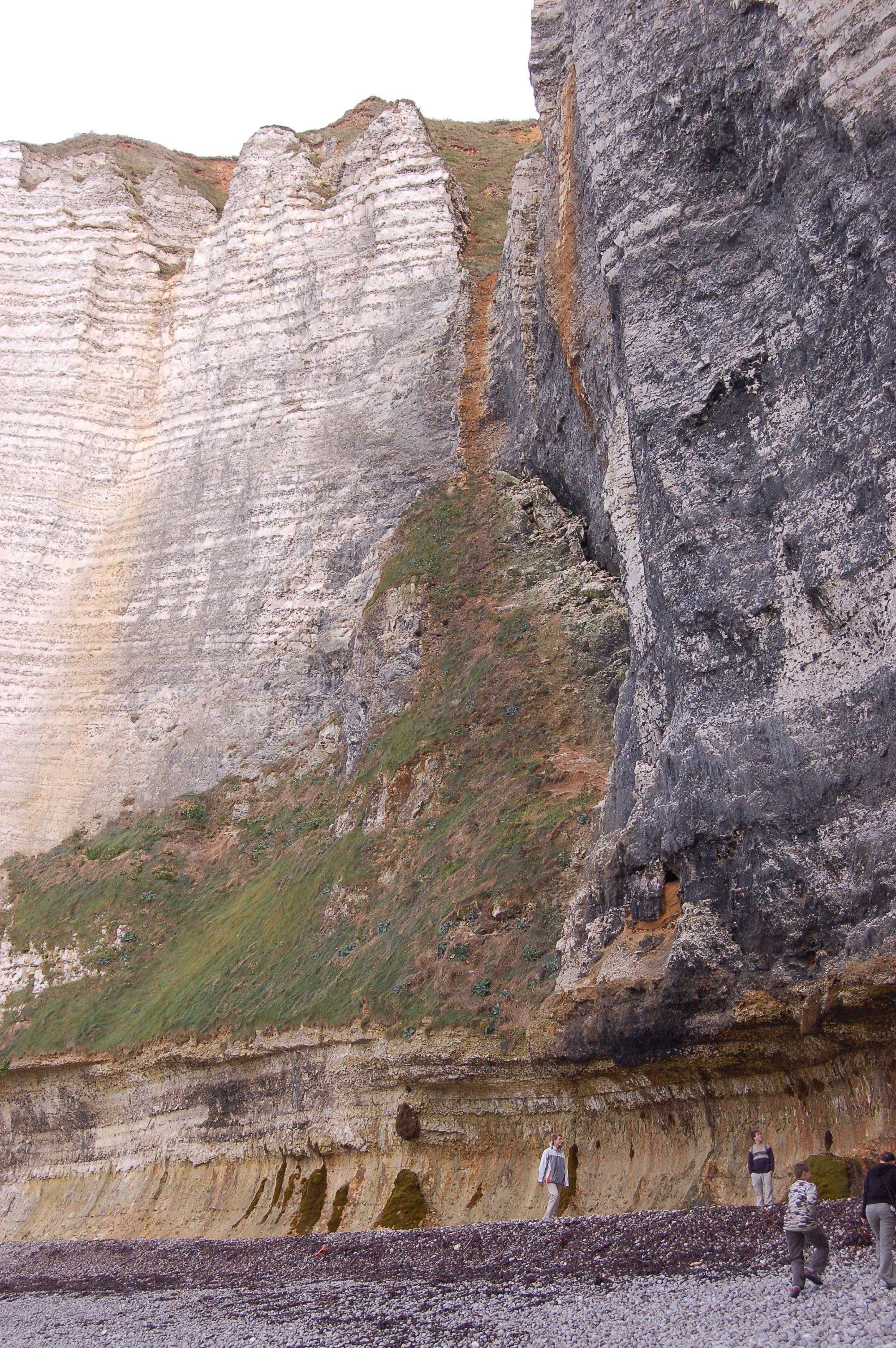 Etretat - pobřeží po odlivu VI.JPG