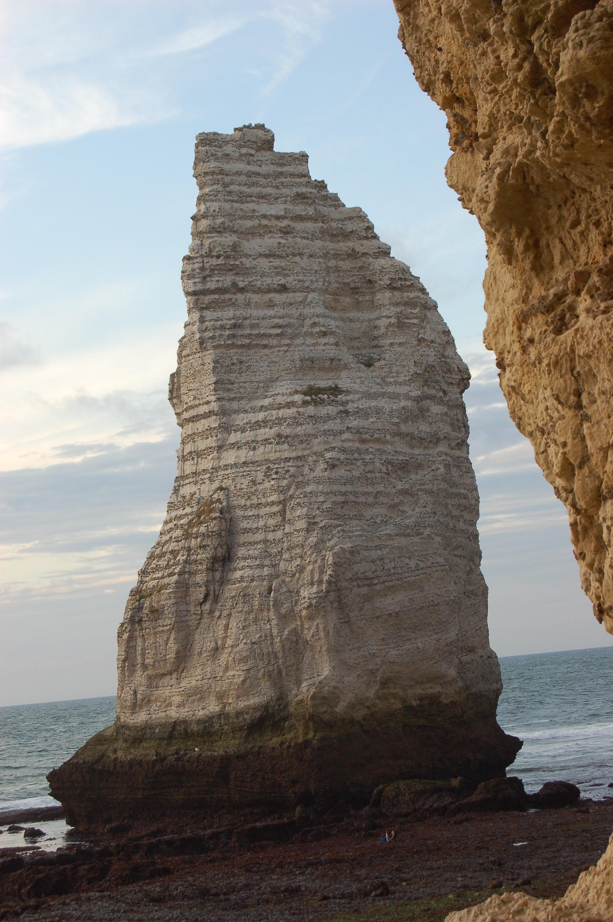 Etretat - pobřeží po odlivu X.JPG