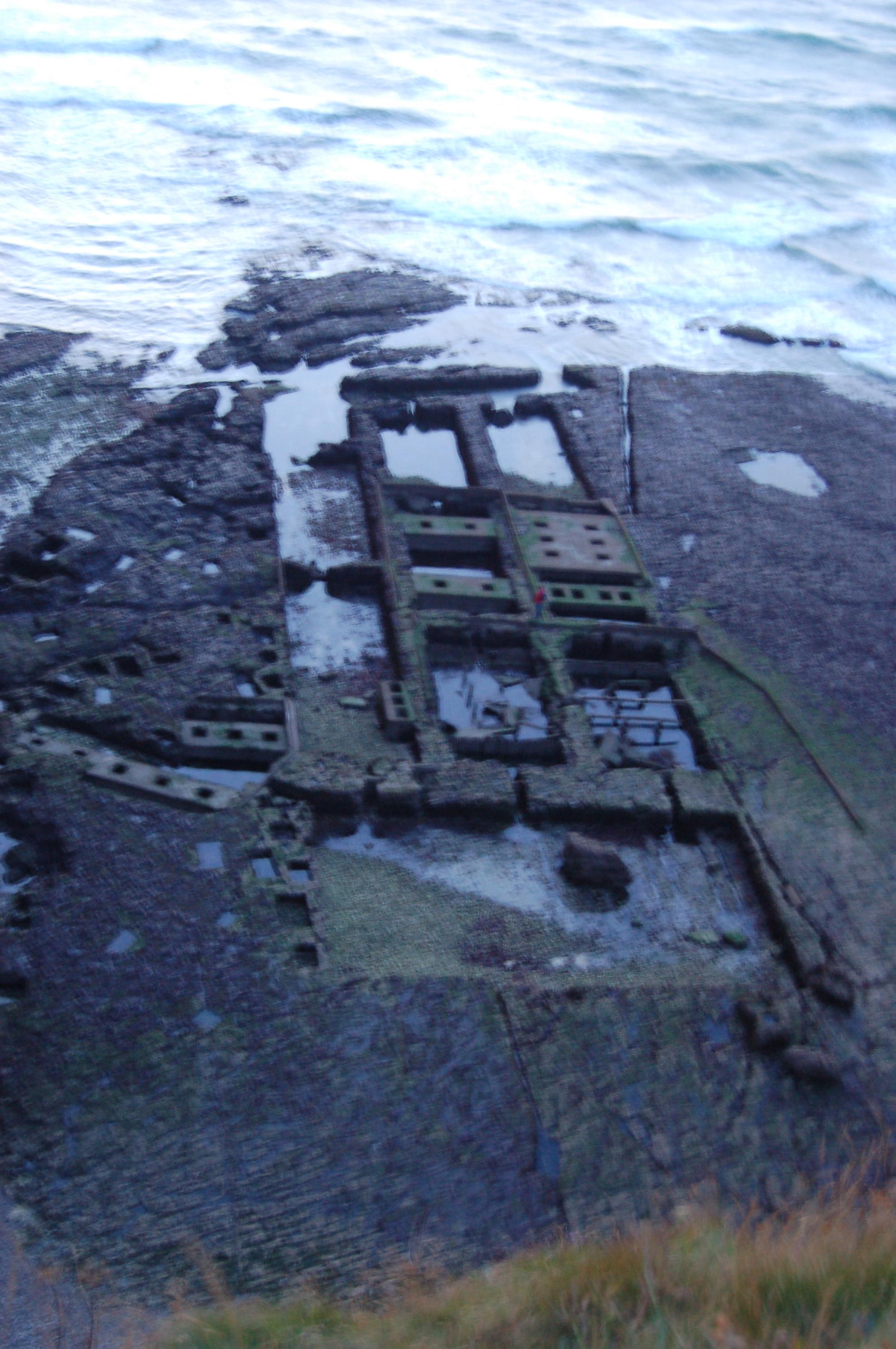 Etretat - vojenský přístav.JPG