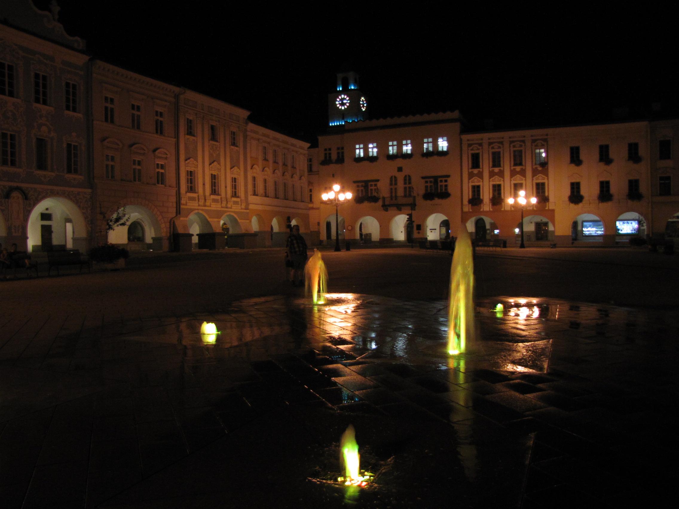 Nový Jičín náměstí v noci2