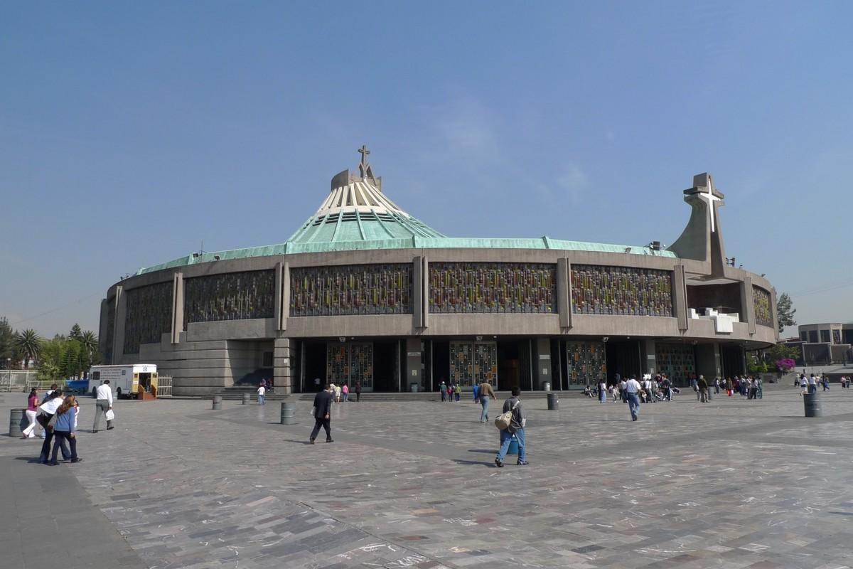 090422-102815 Basilica de Guadalupe.jpg