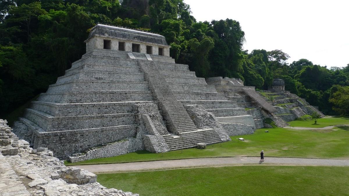 090428-162107 Templo de las Inscripciones.jpg