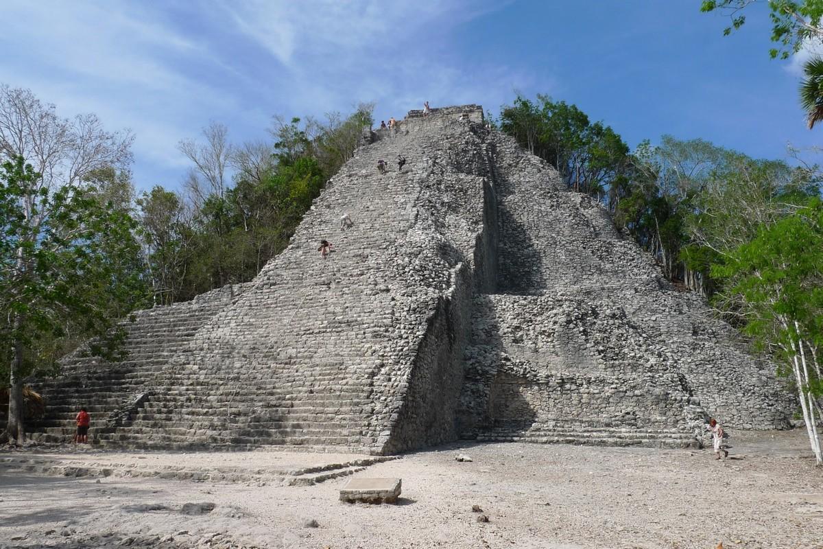 090506-154601 Velka pyramida v Cobe.jpg