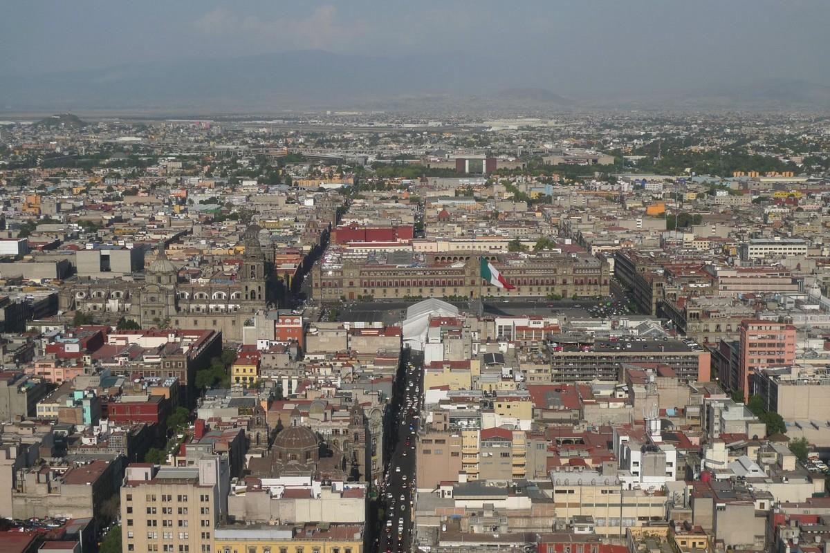 090508-182036 Mexico City - vyhled na Zocalo a letiste.jpg