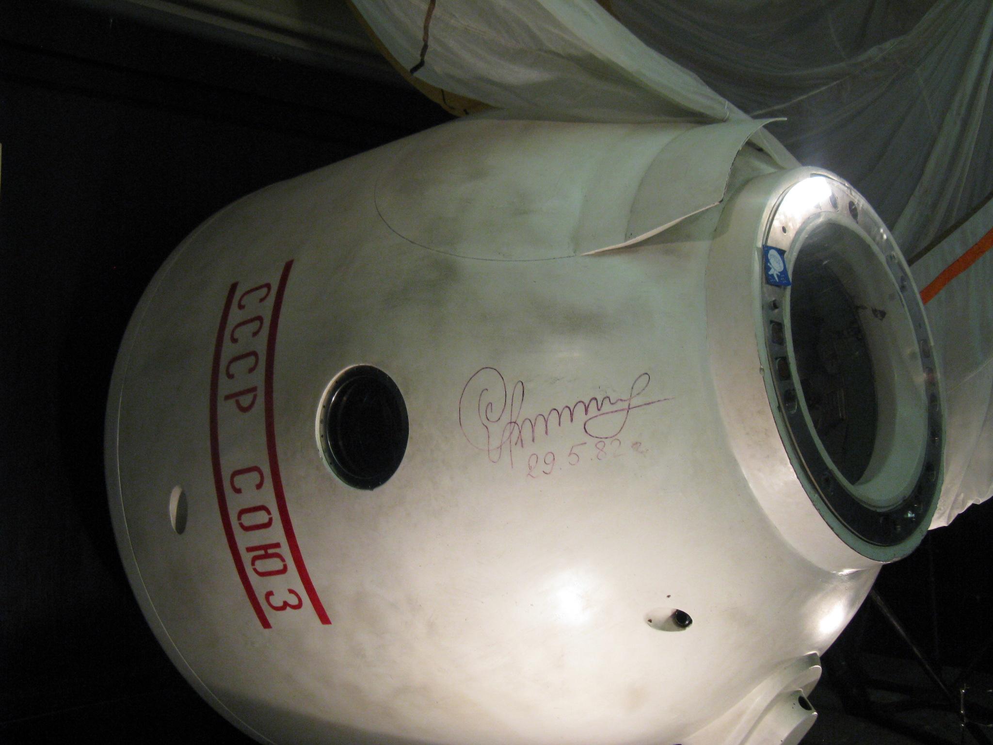 Přistávací modul Sojuzu 16.JPG