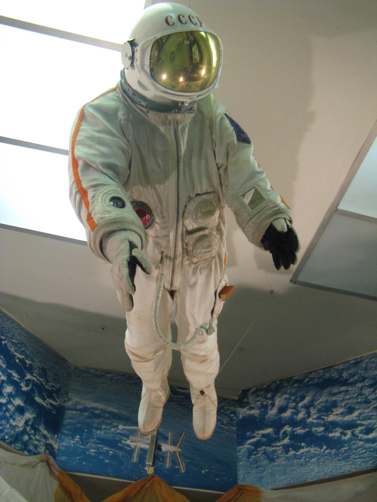Skafandr do otevřeného kosmického prostoru z roku 1969.JPG