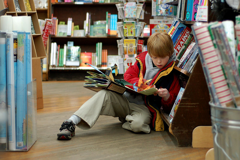 800px-Child_reading_at_Brookline_Booksmith.jpg