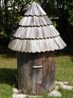 Klát se stříškou - původní historický úl
