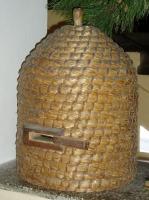 Košnice - starý úl ze slámy nebo rákosu rákosu