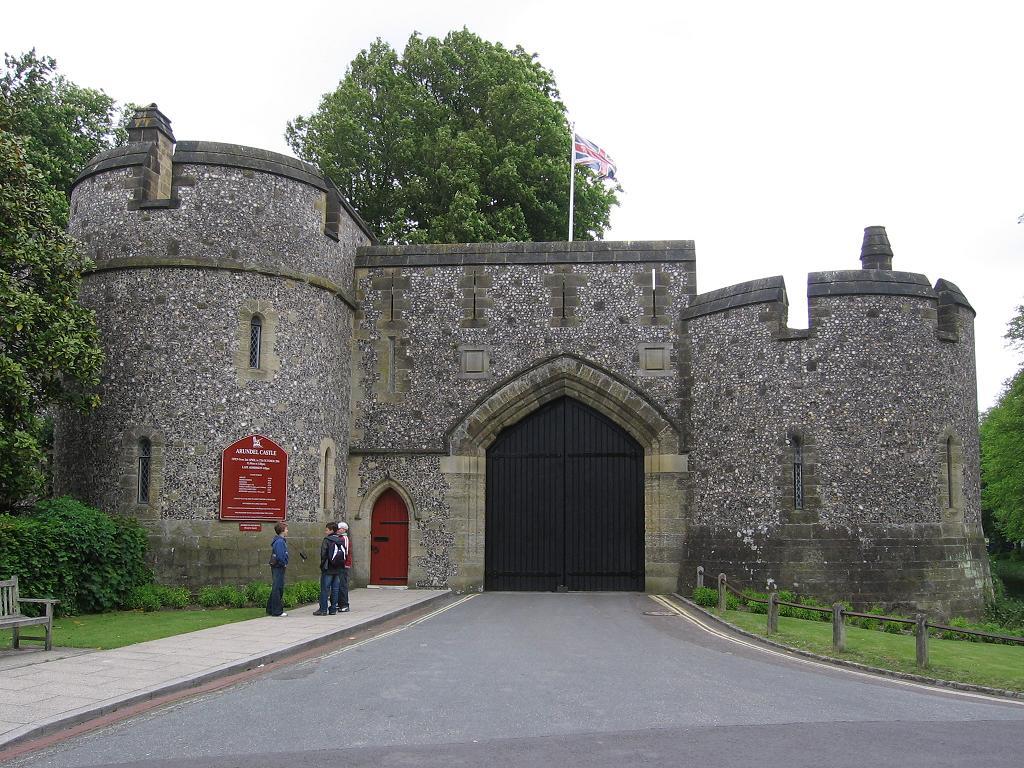 arundel-castle-001.jpg