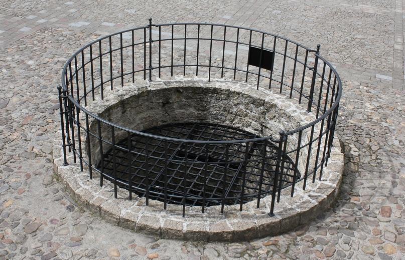 strakonice-008-hrad-studna.jpg