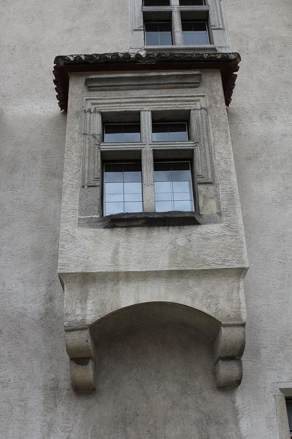 strakonice-011-hrad-okno.jpg