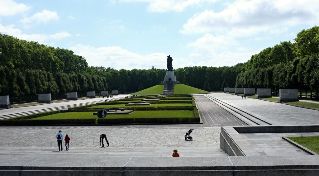 památník v Treprowě