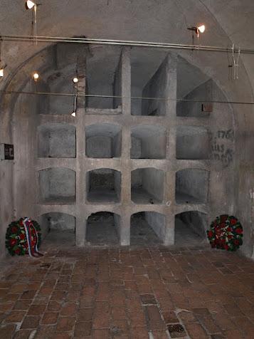Krypta kostela, původně místečka pro rakve mnichů.