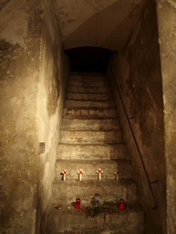 Vstup do hrobky, kudy se dobývali nacisté v roce 1942.