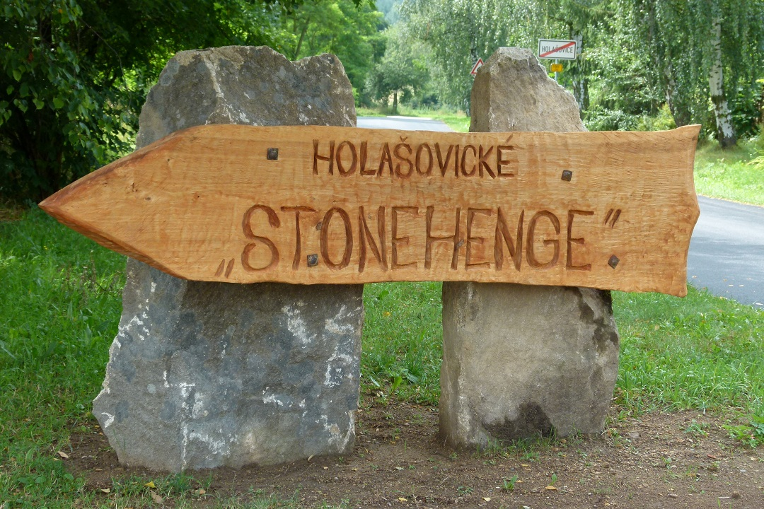 holasovicke-stonehenge-01.jpg