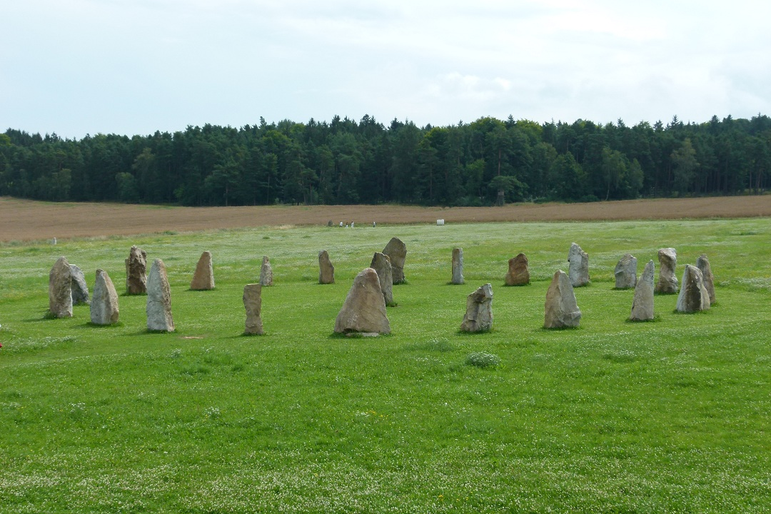 holasovicke-stonehenge-02.jpg