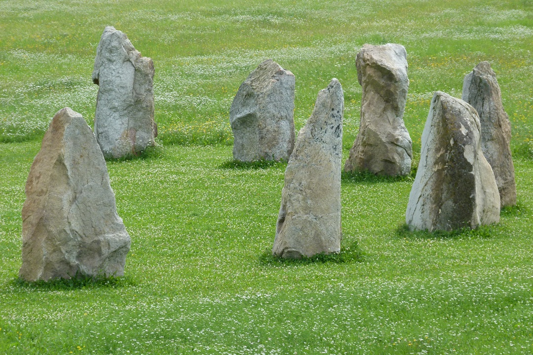 holasovicke-stonehenge-03.jpg