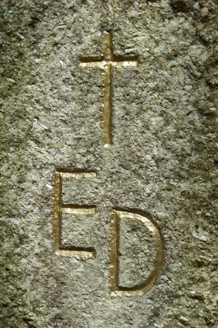 pomnik-ed-02.jpg