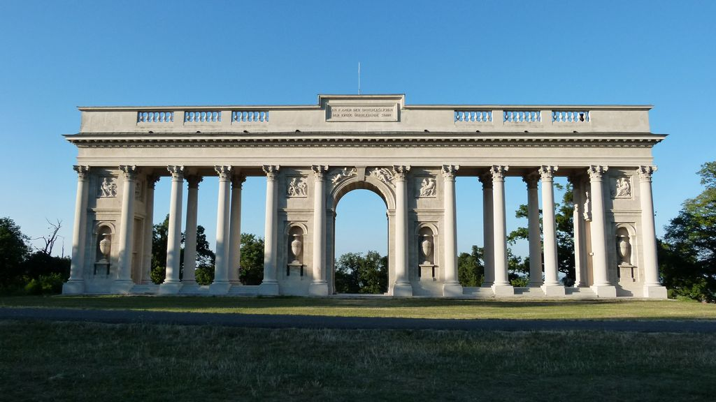 kolonada-rajstna-02-ltl.jpg