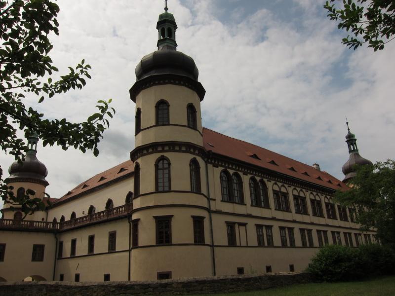 zamek-kostelec-nad-cernymi-lesy2.jpg