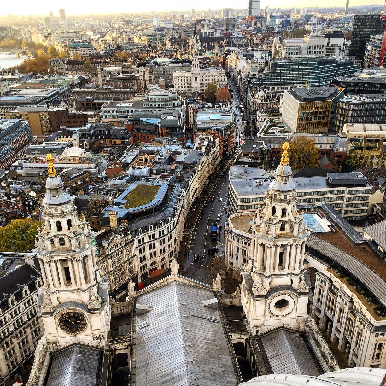 Pohled do City of London z katedrály sv. Pavla