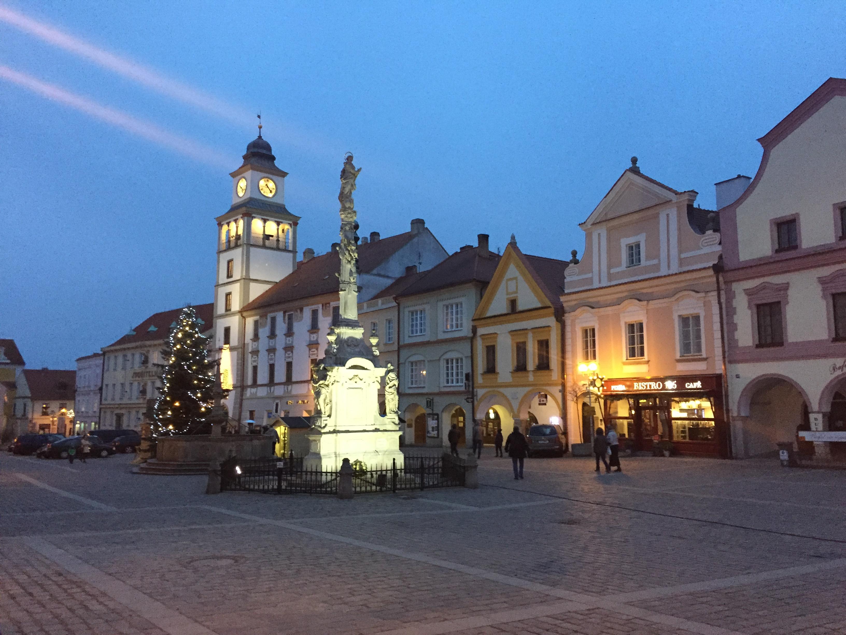 Na náměstí