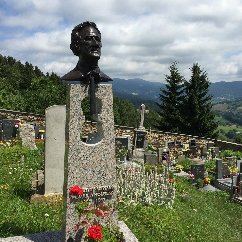 Paseky nad Jizerou - hrob Věnceslava Metelky