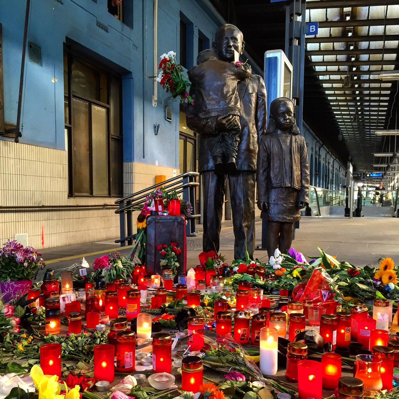 Nicolas Winton - pomník na pražském hlavním nádraží