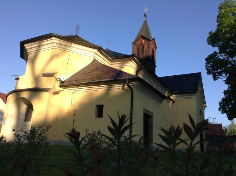 chlumecnc-kostel-nejsvetejsi-trojice.jpg