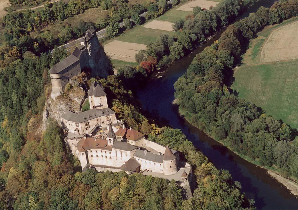 hrad a řeka