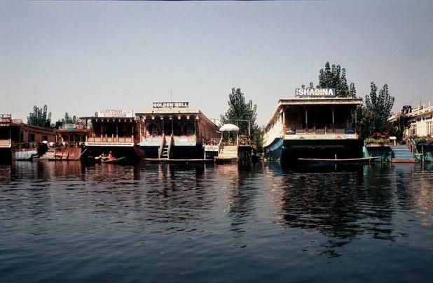 Kašmír Srinagar hausboty na jezeře Dal