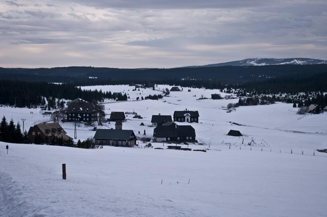 pohled na osadu Jizerka z přístupové cesty
